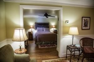 cabin-living-room-into-bedroom